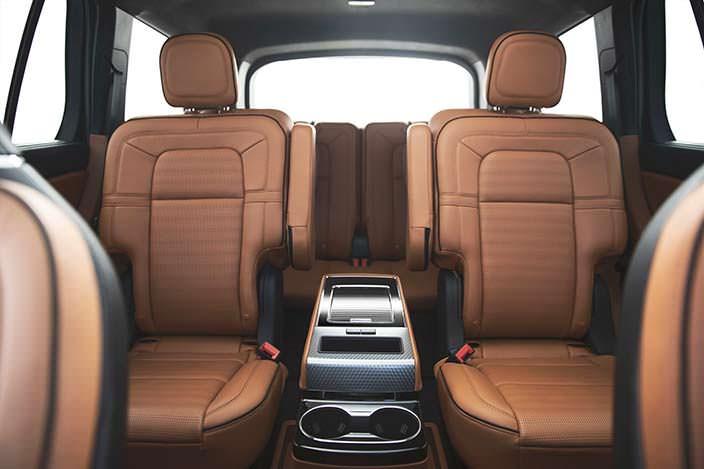 Три ряда сидений Lincoln Aviator нового поколения