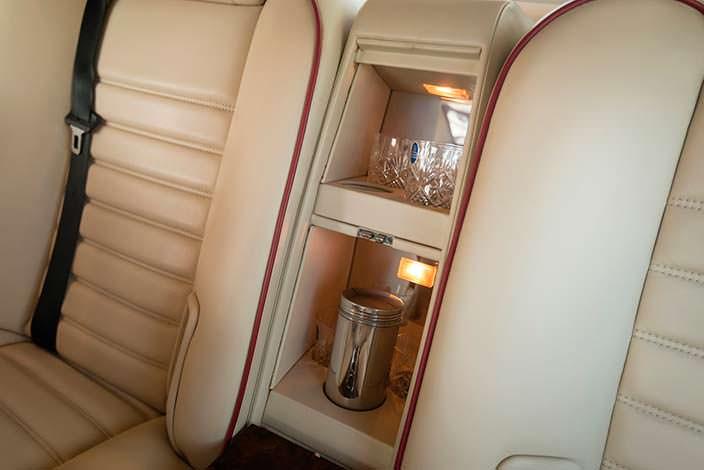 Коктейль-бар в подлокотнике Bentley Turbo RL Empress II Coupe