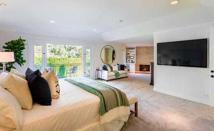 Большая спальня с гостиным уголком