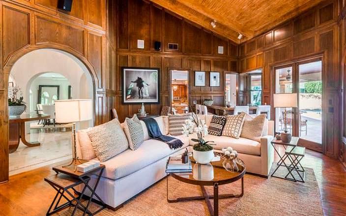 Комната с деревянными панелями