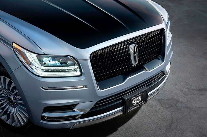 Черный капот Lincoln Navigator Black Label от Джея Лено