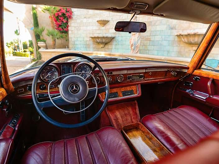 Красный кожаный салон Mercedes-Benz 600 Pullman 1969 года