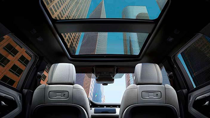 Панорамная крыша в салоне Range Rover Evoque