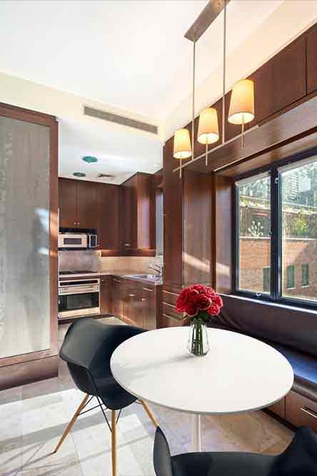 Маленькая кухня в квартире актера Сэмюэля Л. Джексона