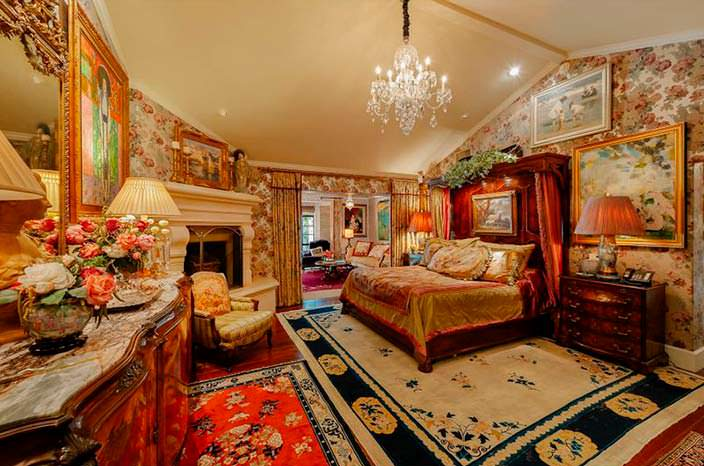 Элитная спальня с камином
