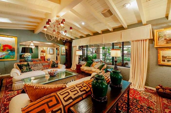 Дизайн гостиной в доме знаменитости