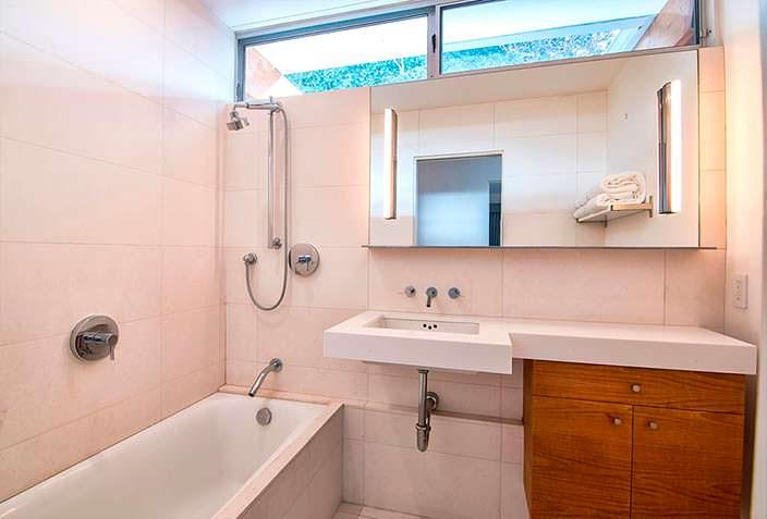 Ванная комната в доме актрисы Эллен Пейдж