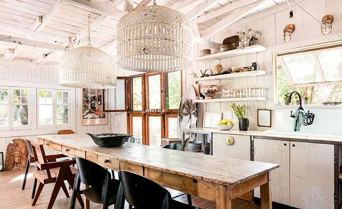 Столовая-кухня в деревенском стиле