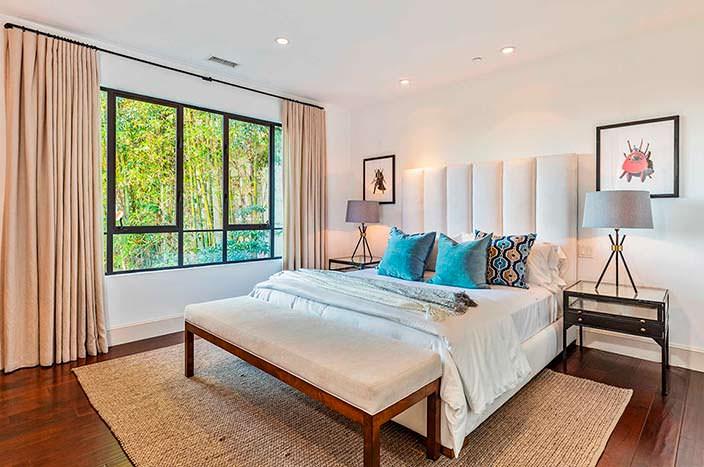 Дизайн спальни в доме Рианны