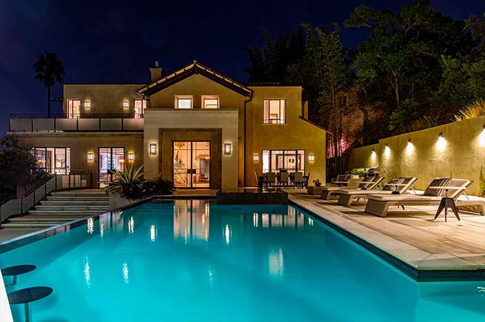 Дом Рианны с бассейном в Лос-Анджелесе