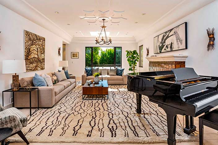 Черный рояль в дизайне гостиной