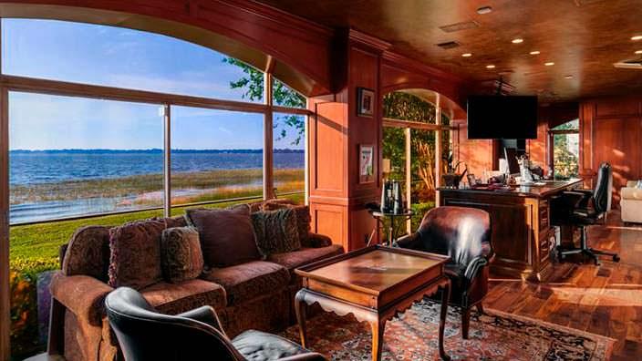 Комната с видом на озеро Батлер в доме Шакила О'Нила