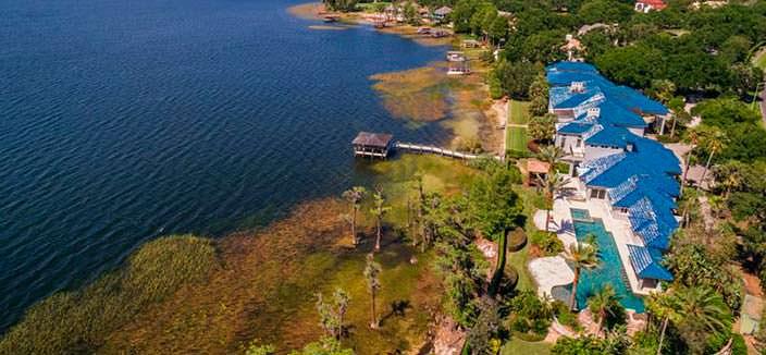 Дом с причалом на берегу озера Батлер во Флориде