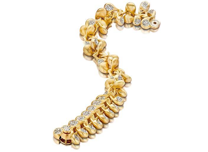 Золотые колье от Sovajewels
