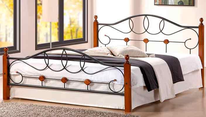 Металлическая кровать в спальню - практично и долговечно