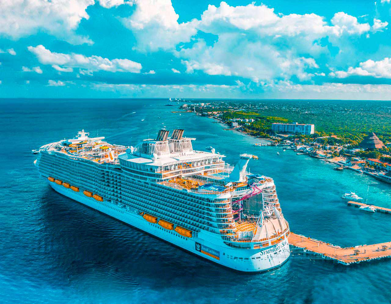 Огромный круизный лайнер Symphony Of The Seas
