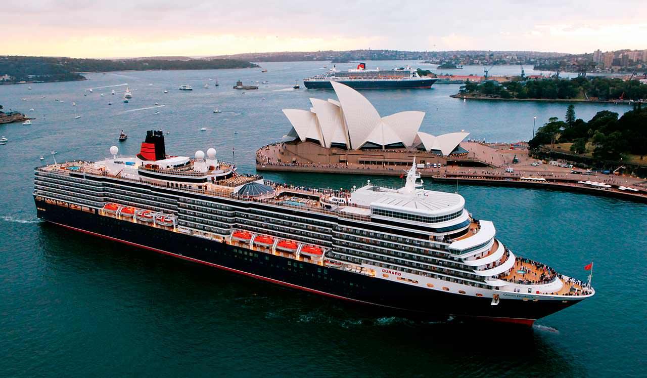 Британский круизный корабль Queen Mary 2