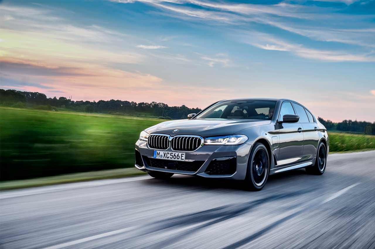 Новая BMW 545e xDrive Hybrid 2021 года официально | фото