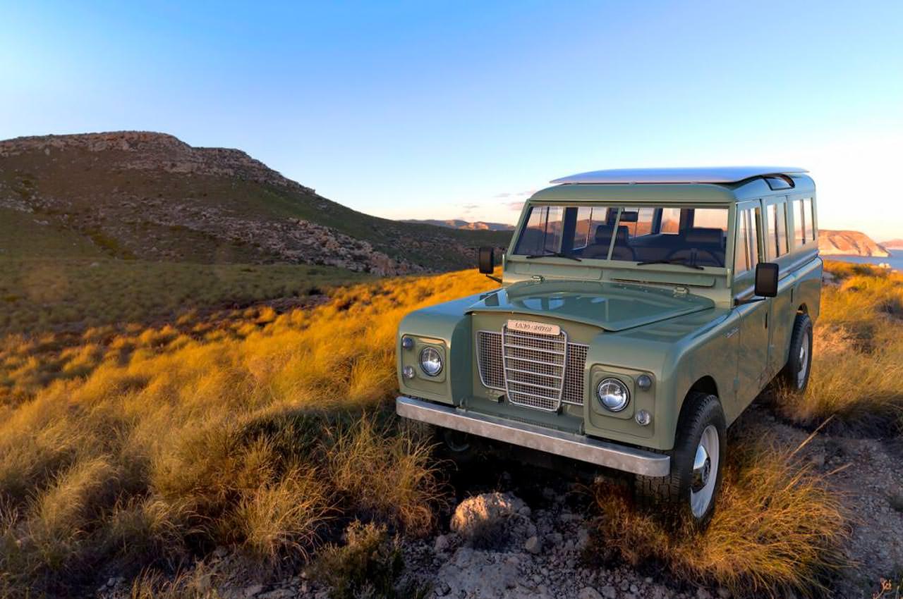 Классический Land Rover перевели на чистую энергию | фото