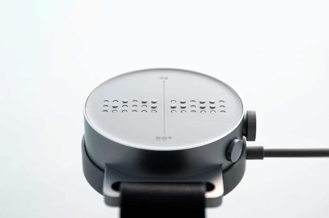 Вышли Dot Watch — смарт-часы с дисплеем Брайля для слепых