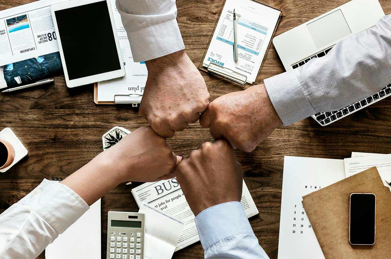Какие существуют финансовые компании и как зарегистрировать быстро
