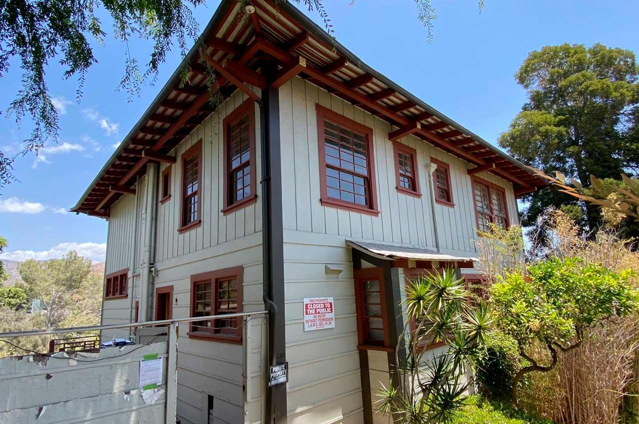 Старый дом Курта Кобейна и Кортни в Лос-Анджелесе продан