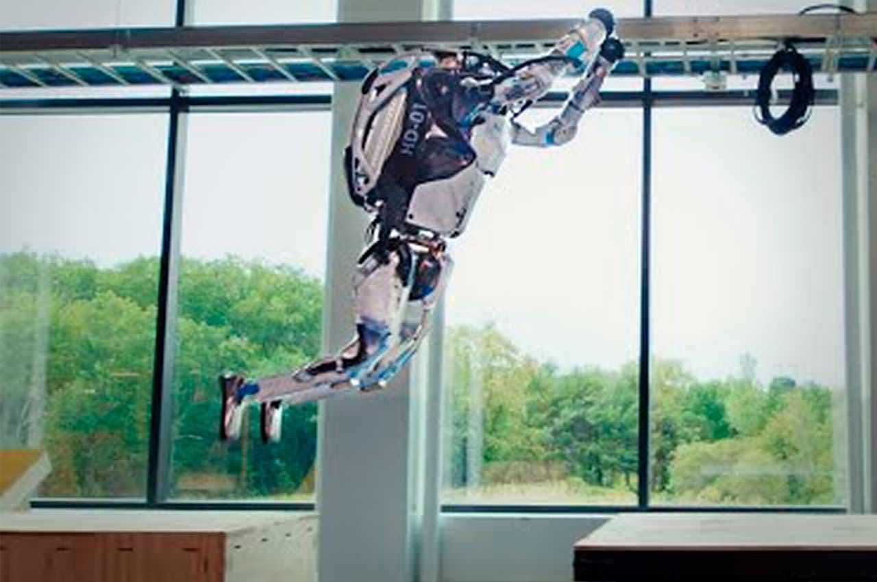 Робот-гуманоид Atlas показал мастер-класс по паркуру