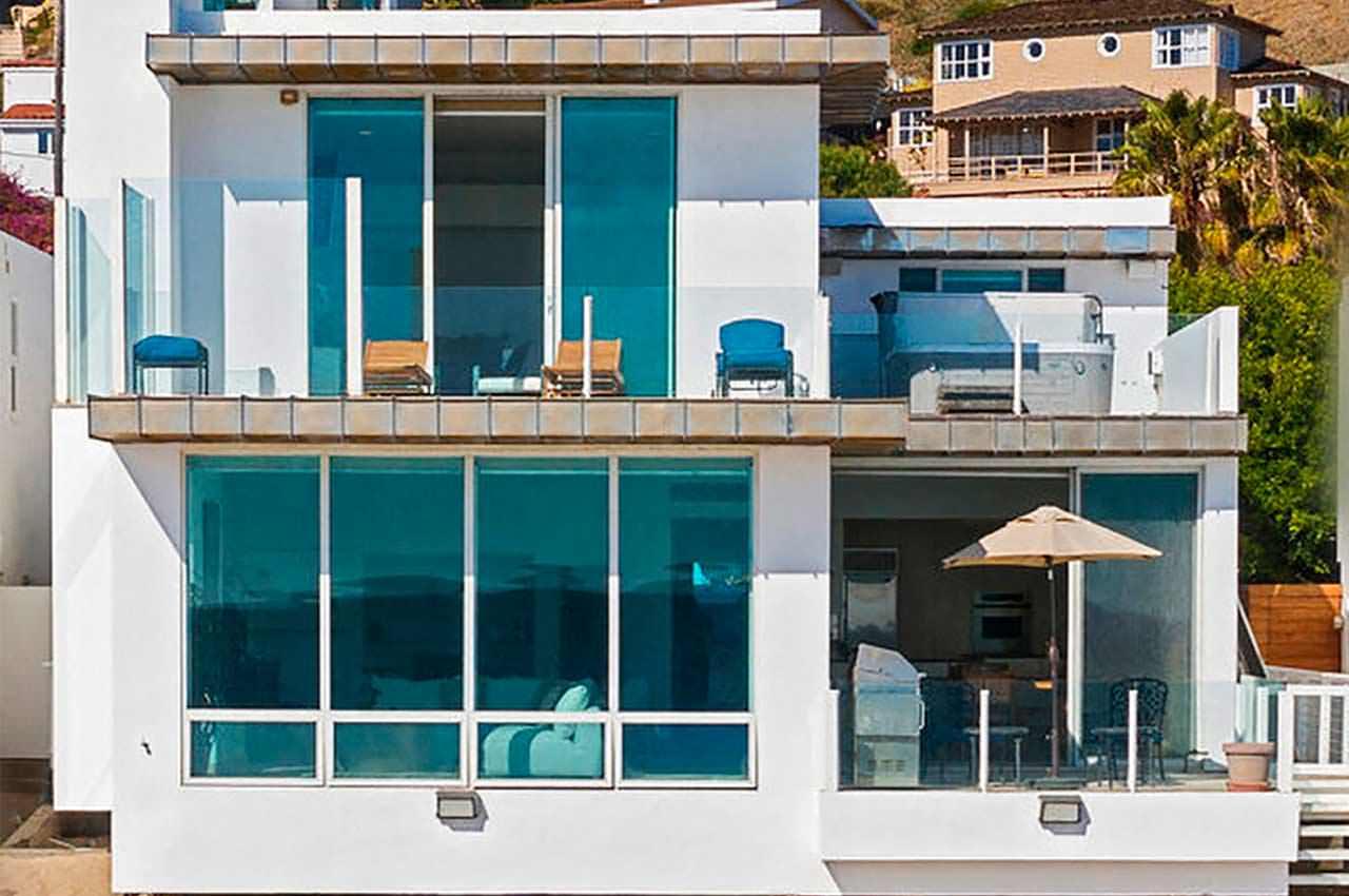 Пэрис Хилтон купила пляжный дом на берегу океана в Малибу