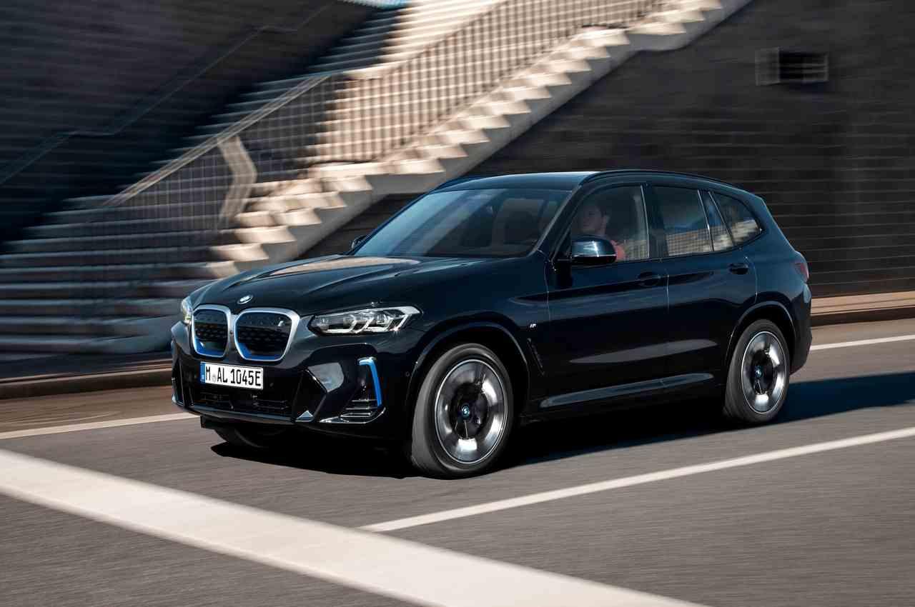 Электро-кроссовер BMW iX3 официально обновился на 2022 год