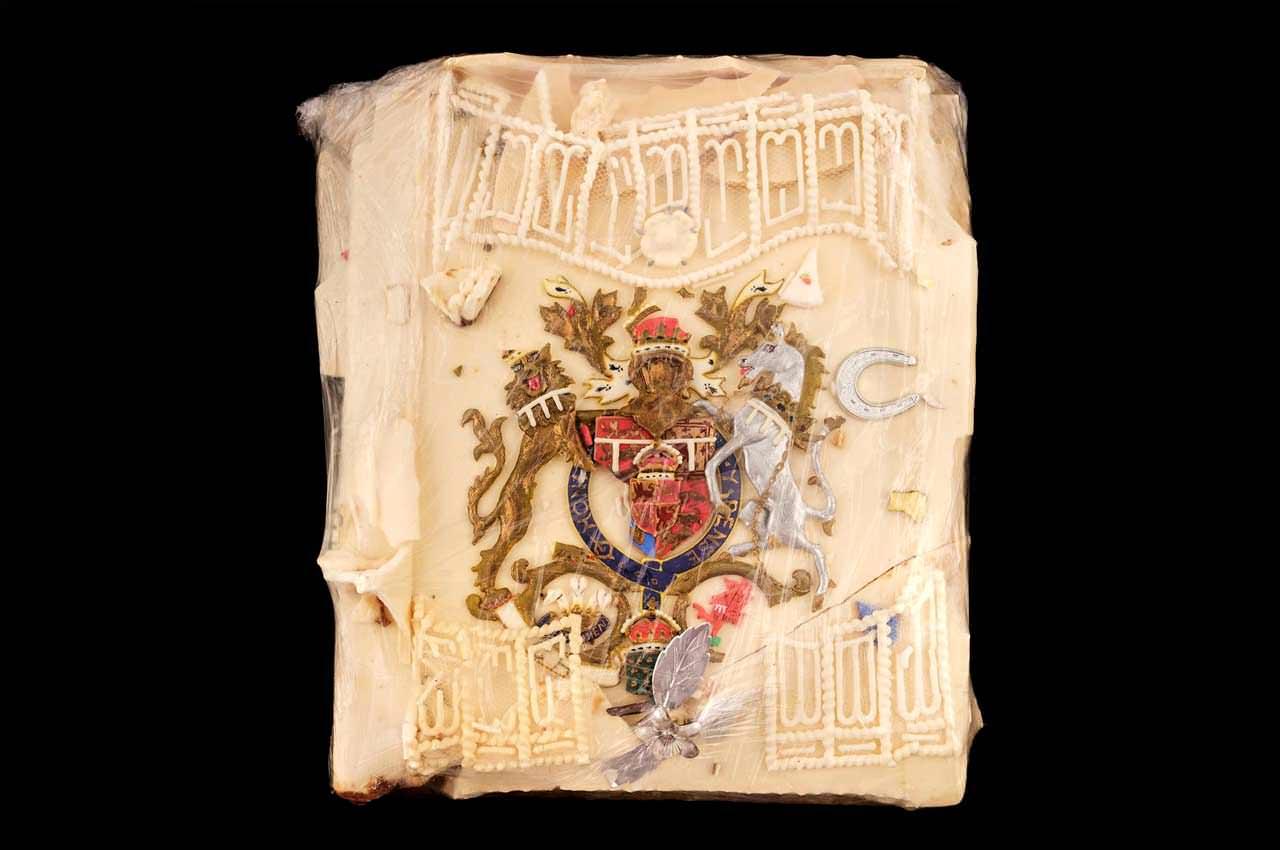 Кусочек торта со свадьбы Принцессы Дианы и Принца Чарльза продают на аукционе