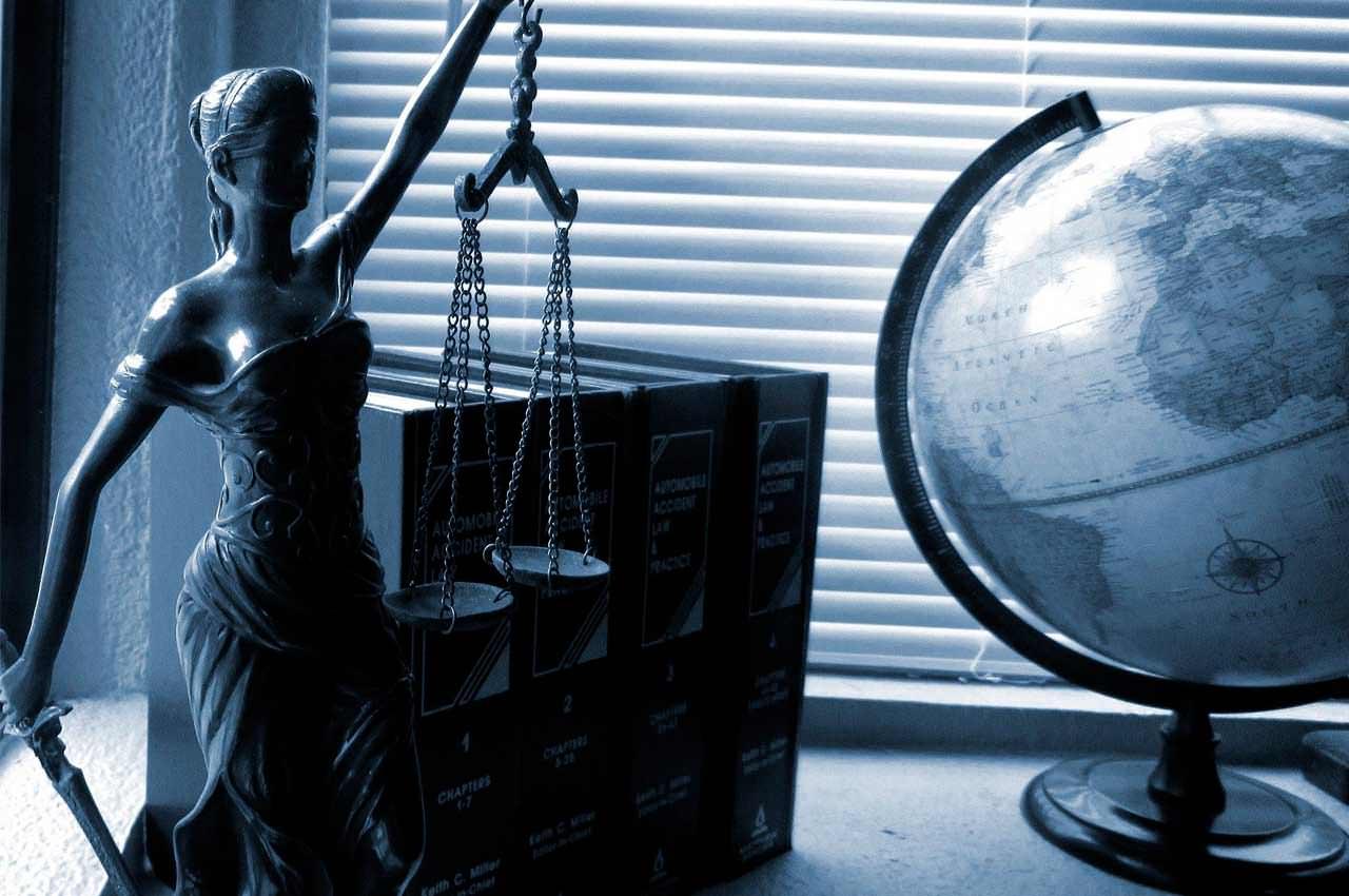 Адвокат по уголовным делам в Киеве - Куда обратиться?