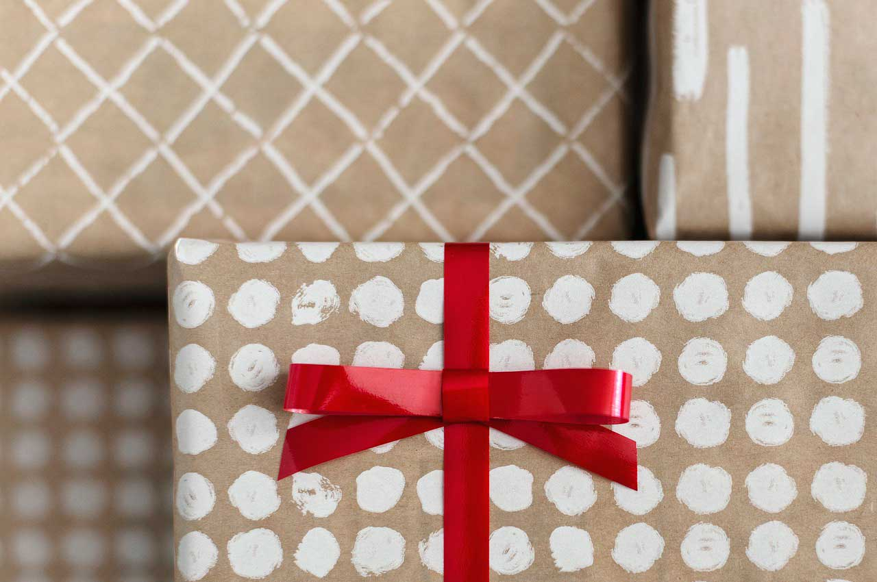 Какой подарок выбрать маме? Свежие идеи на любой бюджет
