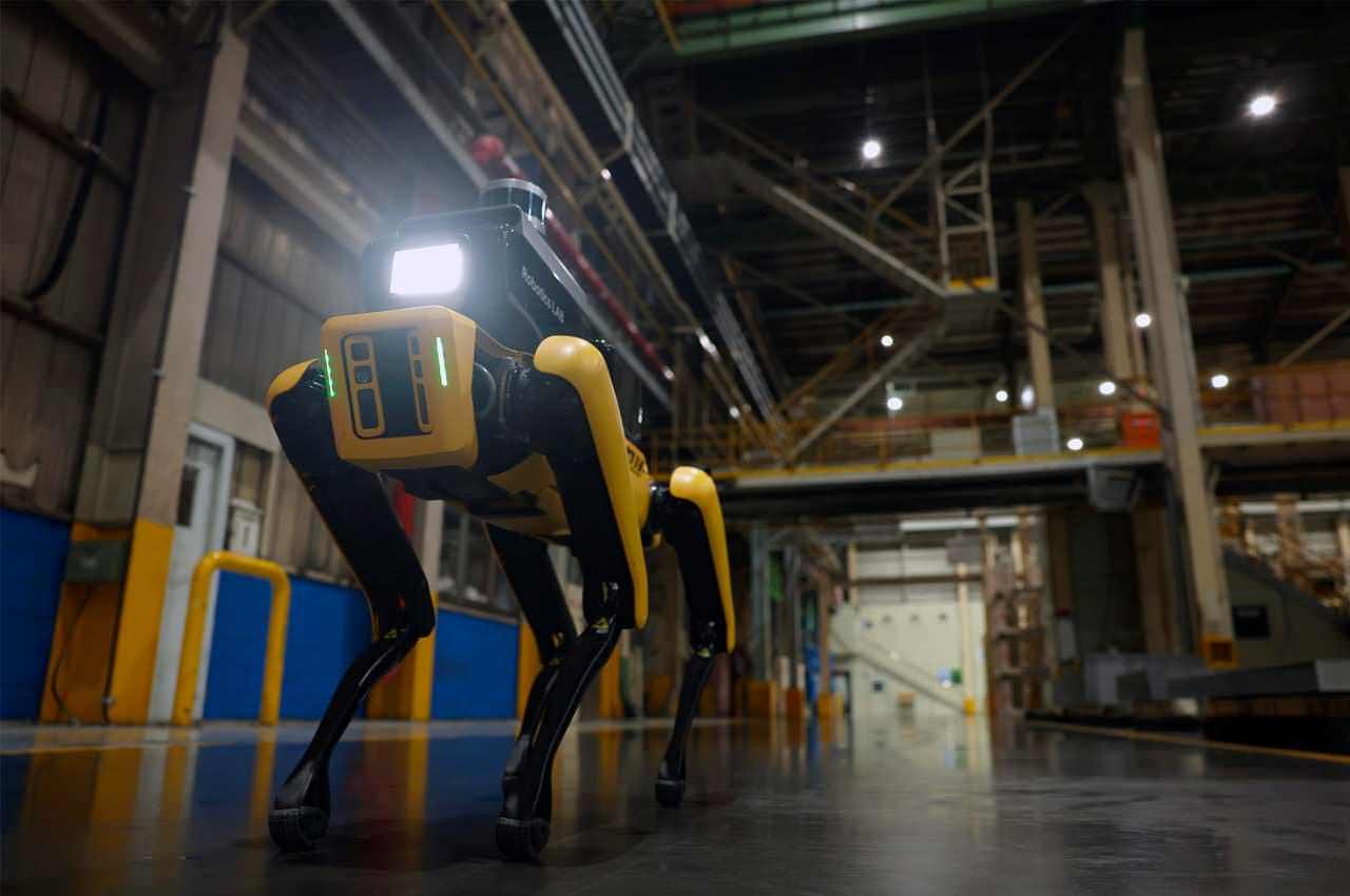 Робота пса Spot взяли на работу завода KIA для безопасности