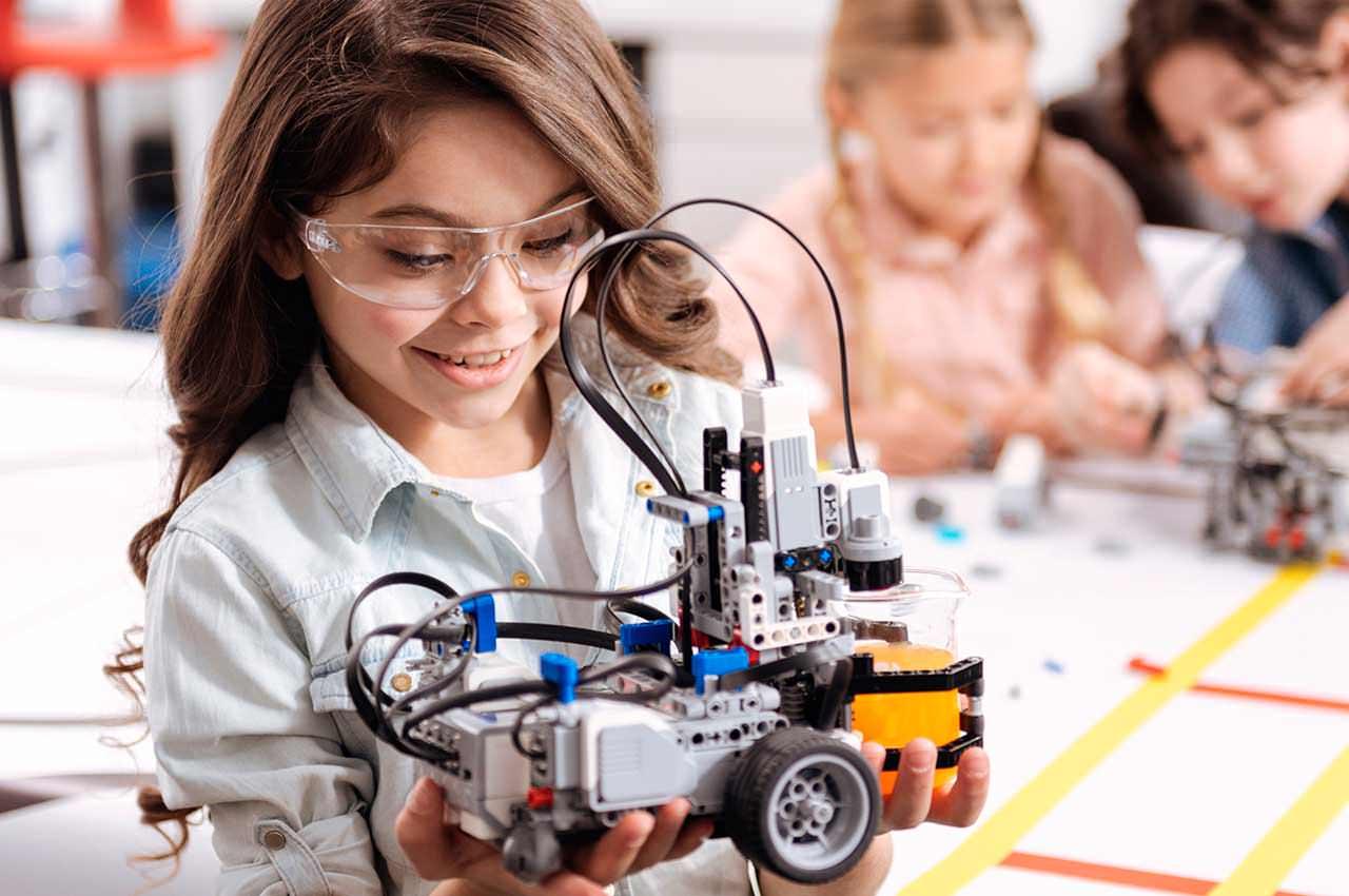 Роботехника для детей: зачем платить за дорогие игрушки