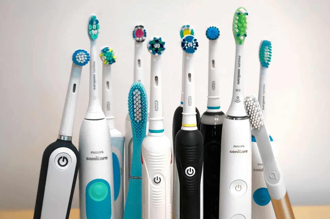 По каким критериям выбирать электрическую зубную щетку