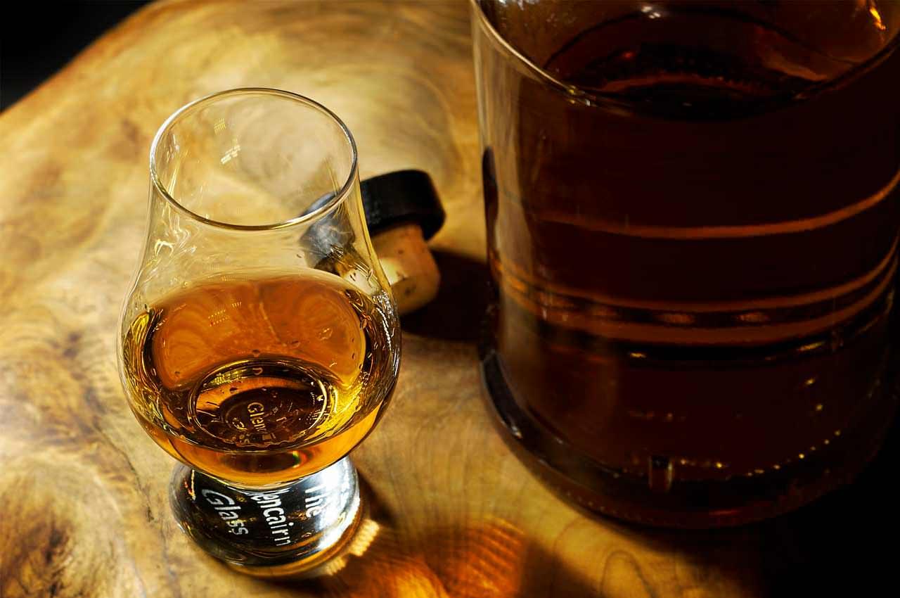 Ром, как напиток моряков и пиратов, в Украине. Из чего выбрать